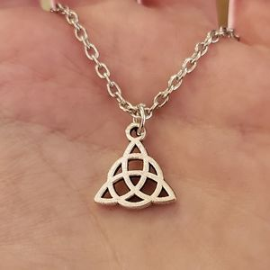 Jewelry - NWOT Silver Celtic Knot Triquetra Necklace